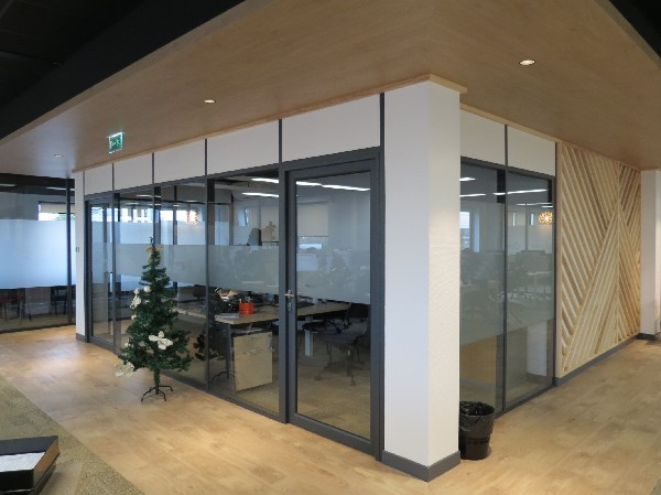 "DOUAI: Agencement plateau ""call center"" ."