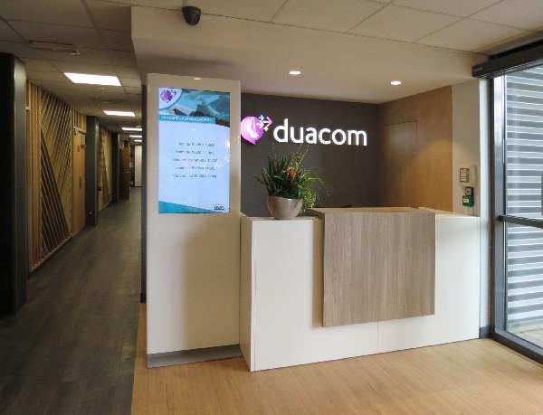 "DOUAI: Agencement plateau ""call center"" espace accueil."